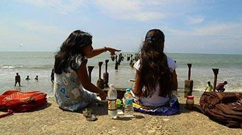 two-girls-randu-penkuttigal-350